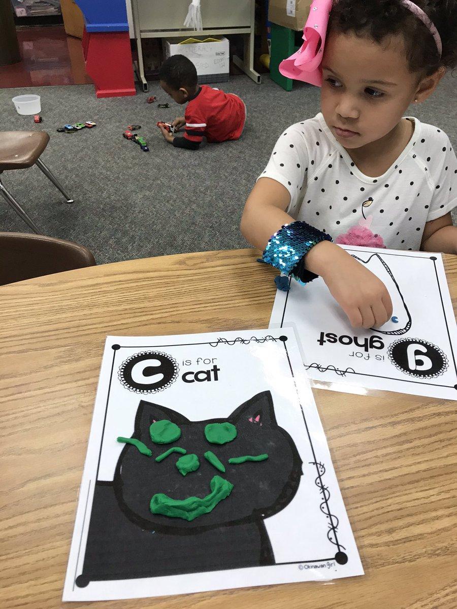 Working on building fine motor strength by making Halloween playdoh faces! <a target='_blank' href='http://twitter.com/BarrettAPS'>@BarrettAPS</a> <a target='_blank' href='http://twitter.com/APS_EarlyChild'>@APS_EarlyChild</a> <a target='_blank' href='http://twitter.com/APSVirginia'>@APSVirginia</a> <a target='_blank' href='https://t.co/m5FRO436yK'>https://t.co/m5FRO436yK</a>