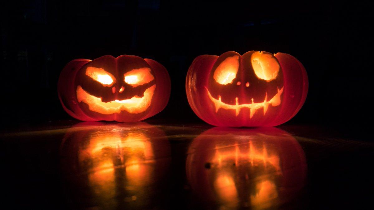 Planujecie jutro maratonik halloweenowych filmów?  A może macie ochotę na najlepsze najgorsze filmy?  Przygotowaliśmy 10 propozycji http://pocojato.pl/artykul/10-filmow-na-halloween…  #Halloween #ZłeFilmy #BadMovies #GoodBadMovies pic.twitter.com/G6OuDet17s