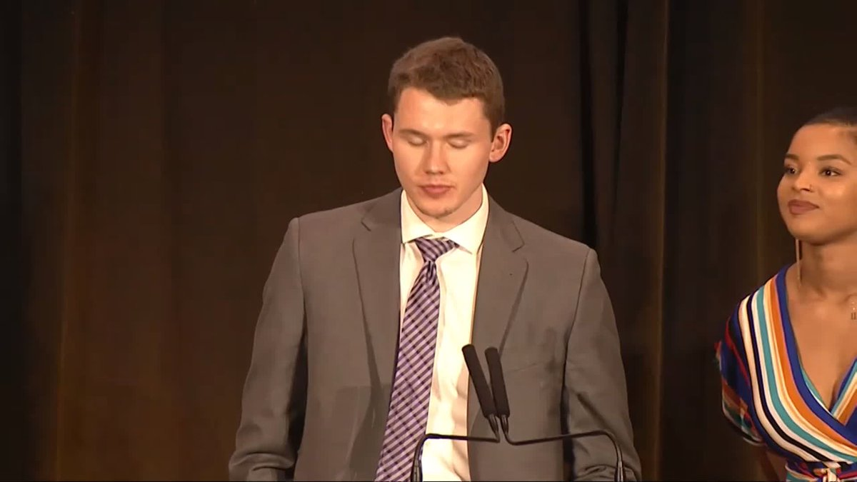 Great job by @MichaelHurt42 at last night's @UofMGGF scholarship dinner welcoming guests! #Gophers