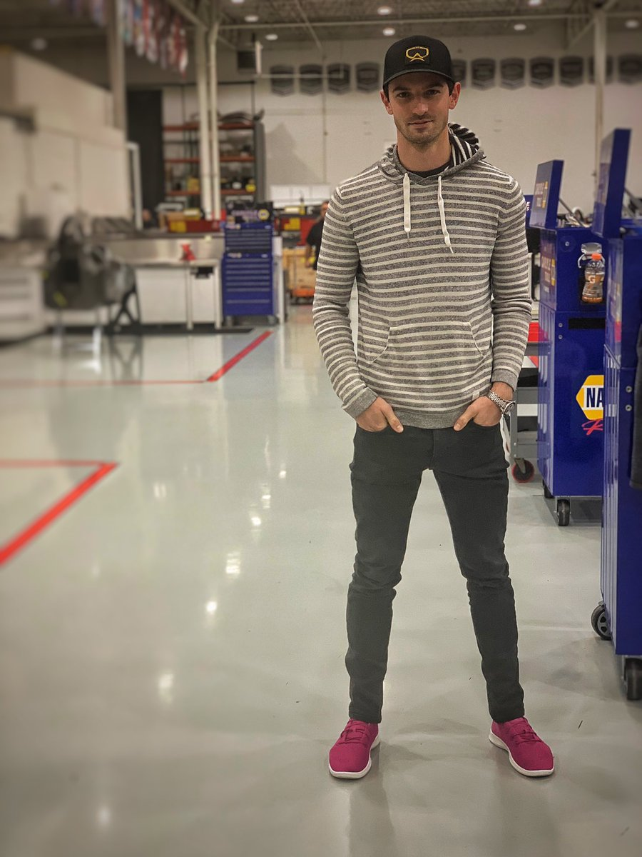 So many ways @AutoNation showcases their commitment to breast cancer research. Wearing my #DRIVEPINK @Allbirds in the shop today 👇