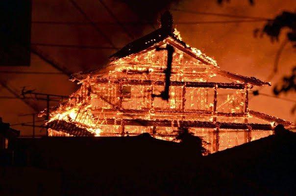 沖縄・首里城が深夜に炎上\u2026ほぼ全焼した模様で、貴重な歴史を