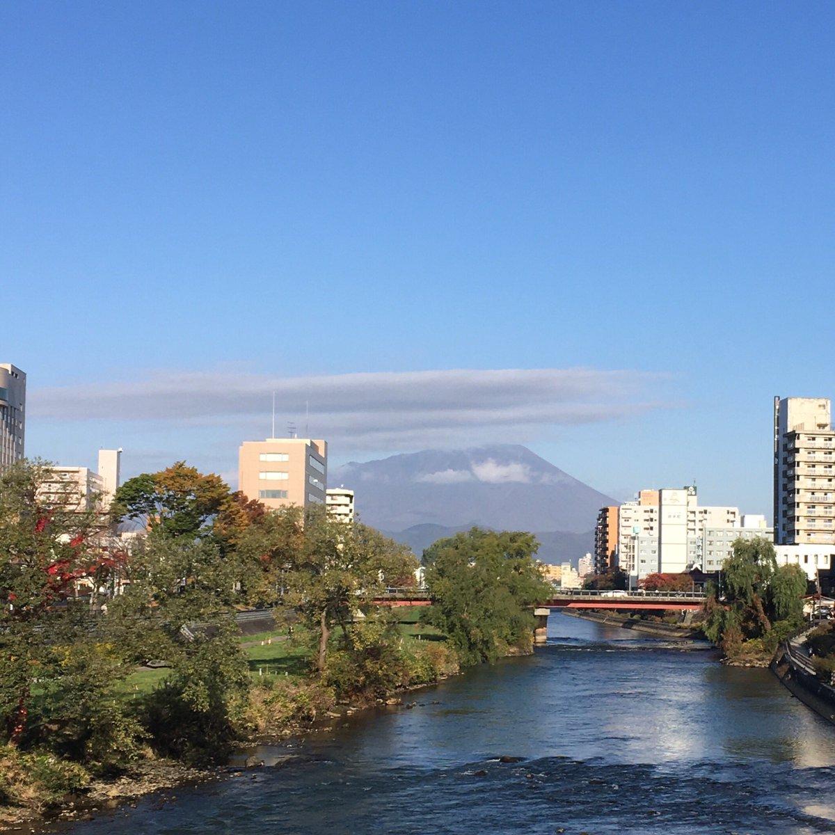 2019/10/31 盛岡市の開運橋から撮影。気がつけば10月最終日です…みなさま、安全第一でお過ごしください。 #岩手 #盛岡 #北上川 #岩手山 #岩手においでよ