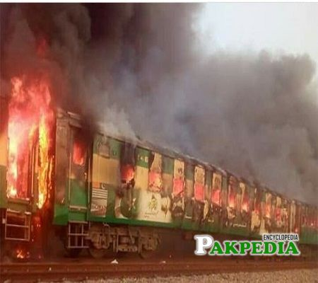 A train traveling from Karachi to Rawalpindi catches fire that results in 62 deaths and several injuries. #tezgam #Rawalpindi #Karachi #TrainAccident #railway #RestInPeace #Death #follobackforfolloback #follo4folloback #FolloMe #follo4follo #Twitter #folloback100 #pakpedia <br>http://pic.twitter.com/pHg2thJc0a