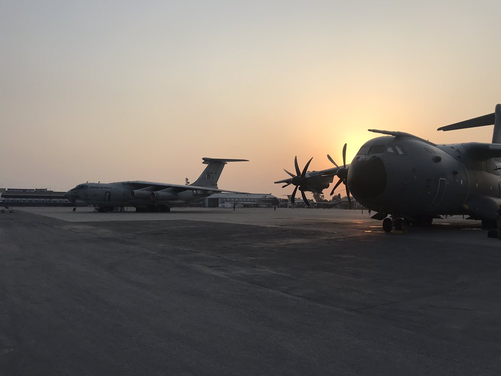 A few weeks ago we were parked up next to one of these...anyone know what aircraft it is? #aviation #aviationphotography #AvGeek #sunset #A400M #Airbus #planespotting https://t.co/V3o9pdGKXH