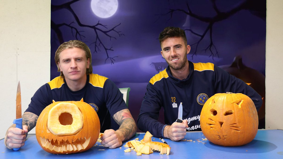 HAPPY HALLOWEEN! - What happens when you let @Jasoncummings35 and @SeanGoss carve some pumpkins? 🎃  Find out here: https://t.co/rmmfMFi67q https://t.co/52StcrWFmL
