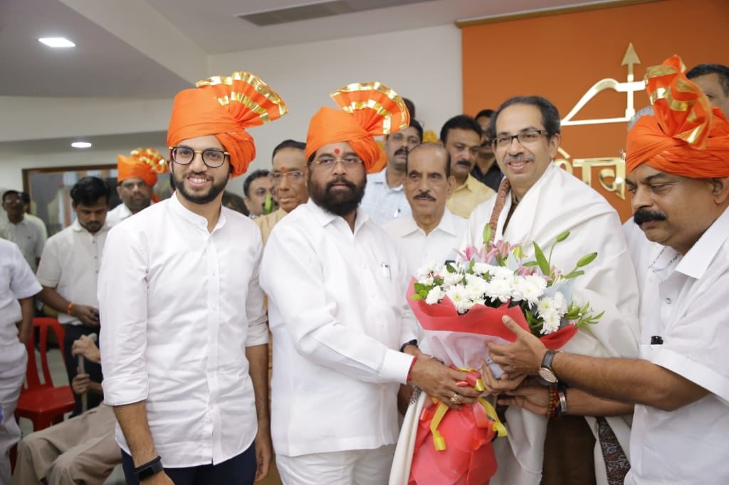 As an elected MLA, it was my privilege to propose the name of @mieknathshinde ji as the leader of the @ShivSena Parliamentary Party for the working the legislature. @prabhu_suneel ji has been elected as chief whip of the party for the legislature. #महाराष्ट्र