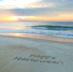 Happy Halloween from my neck of the woods to yours!  #happyhalloween #fallinthehamptons #happyhalloweenday #halloweentime #southamptonny #southamptonbusiness #inthehamptons #dehamptons #douglasellimanrealestate https://t.co/PagPPmLv9e