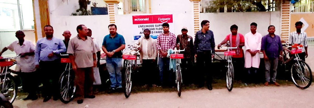 Under our @Colgate-supported intervention in response to #BiharFloods, livelihood support in the form of cycle carts was provided to 23 people in Patna Urban. <br>http://pic.twitter.com/8Kr1QjoaEY