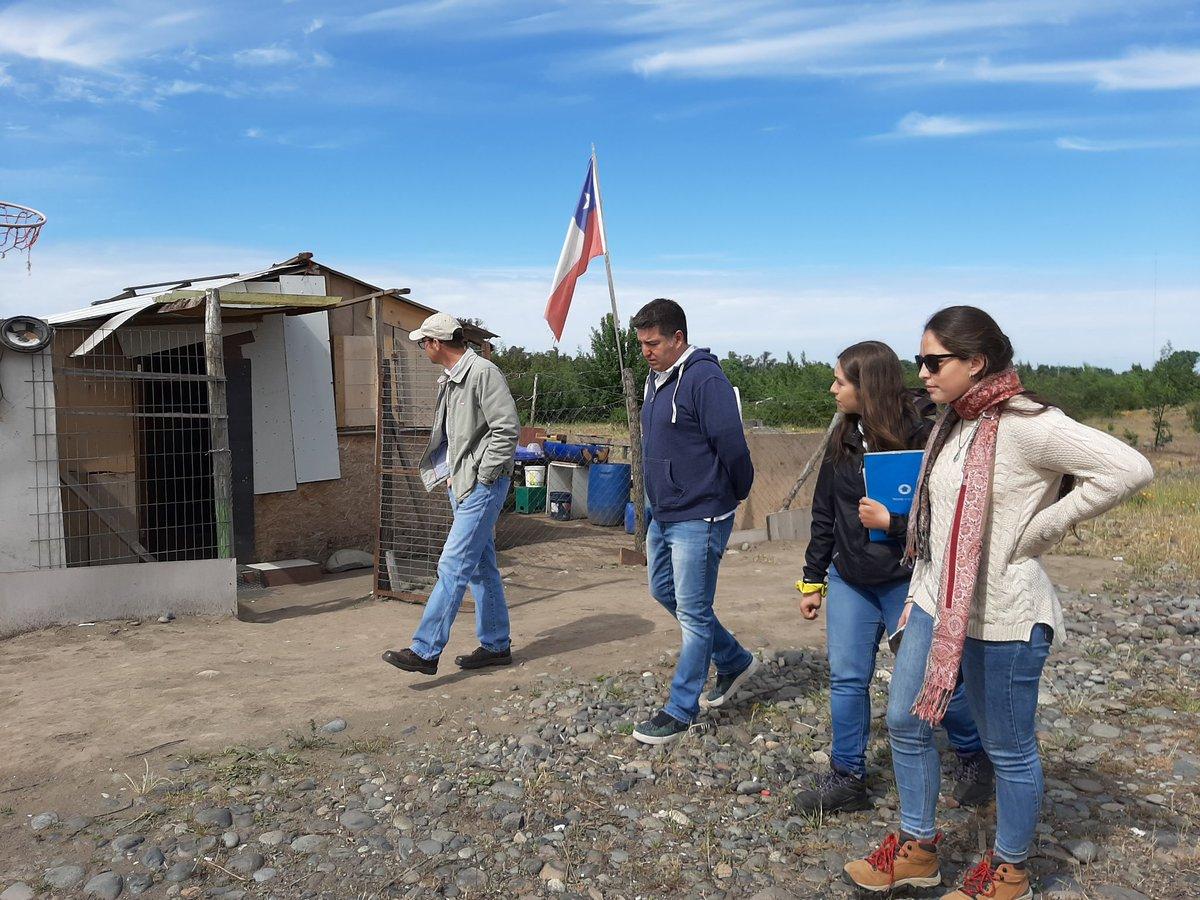 A esta hora llegamos junto al intendente @martinarrau y nuestro SEREMI @curresta al campamento Borde Río de San Carlos,para conversar con las familias y ver posibles soluciones para mejorar su calidad de vida.