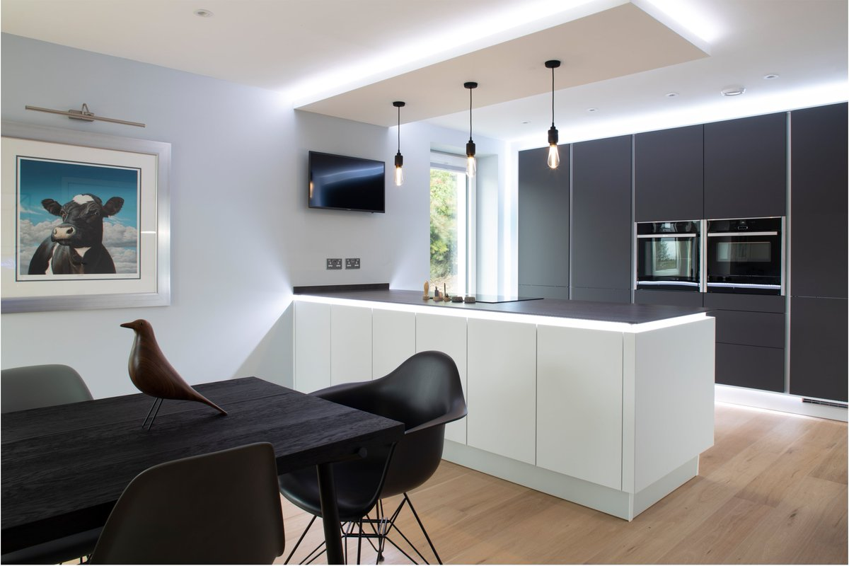 Another stunning kitchen completed. Super sleek and modern with Leicht Bondi units, Neolith WorkTops, Neff appliances and Quooker Hot Tap. We simply love this customers new kitchen. @LeichtKitchens @quookeruk @NEFFHomeUK @SteveBristow_SM