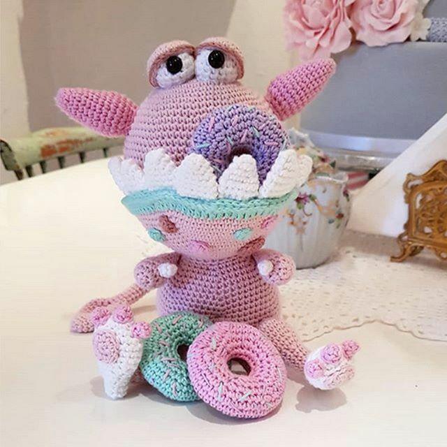 Pocket Amigurumi: 20 Mini Monsters to Crochet and Collect: Amazon ... | 640x640