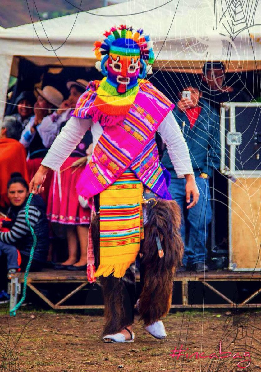BOO#AYAHUMA #happyhalloween, is the local energy in rituals. Common costumes at festivales in #otavalo #ecuador.pic.twitter.com/1sJGzY9tZ5