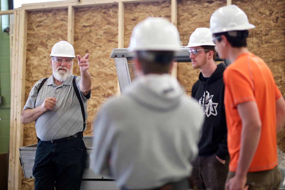 The Construction Management programs @vttech are approved under #tuitionbreak. Residents of MA and RI are eligible for associate and bachelor's programs; CT residents are eligible for associate and NH residents eligible for bachelor's. https://t.co/pkSx4TGy27 #tuitionsavings