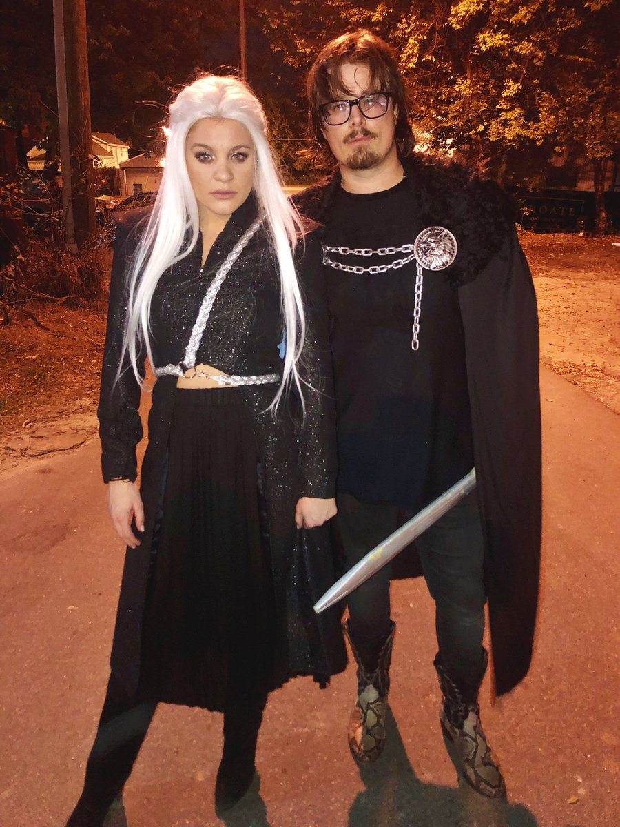 Daenerys no way I could have had a better King of the North. @HardyMusic Thank for dressing up with me! Happy Halloween everyone 🐉