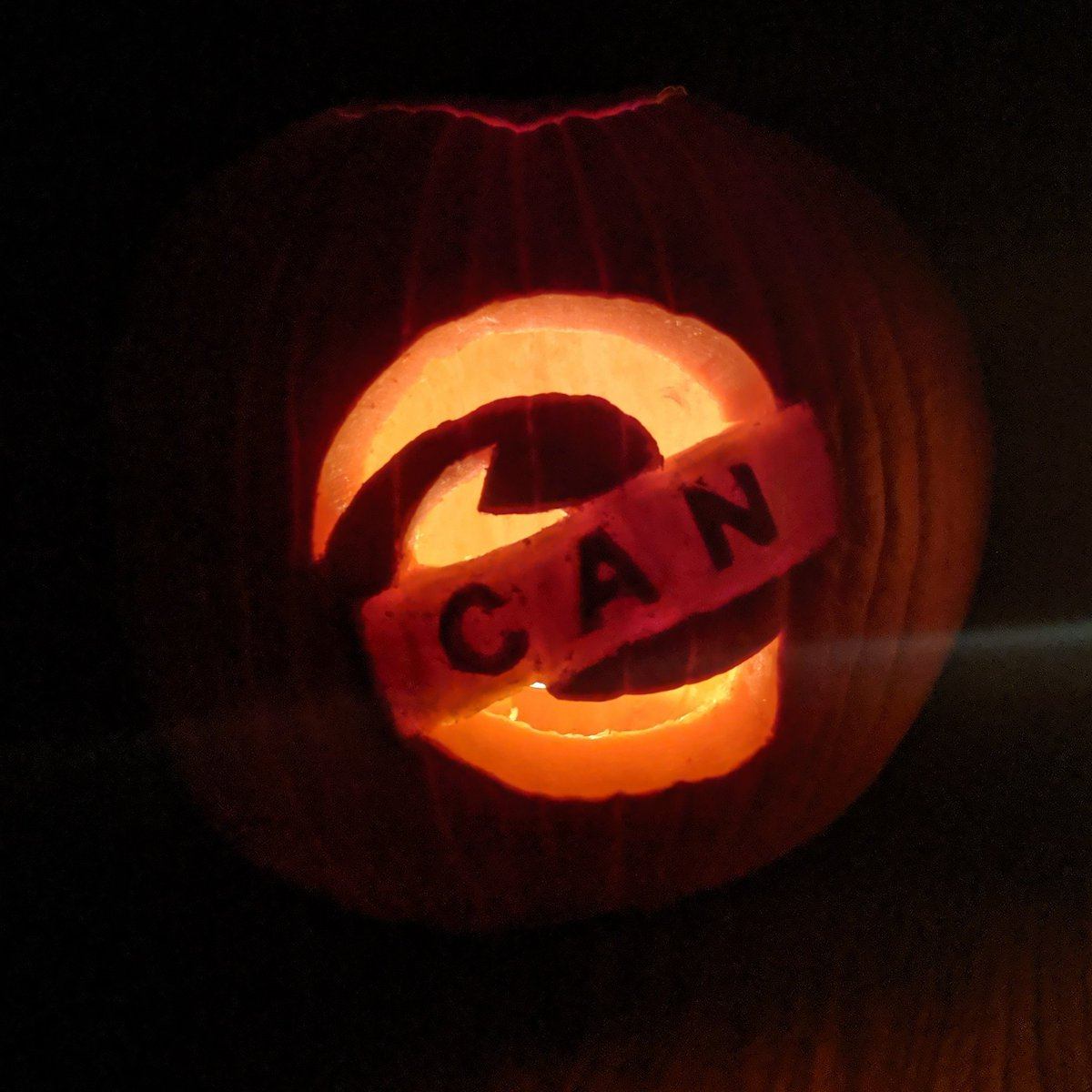For my annual Halloween pumpkin this year, I have carved the logo of my default/daily driver browser. Thank you, @MSEdgeDev  team, for being awesome!