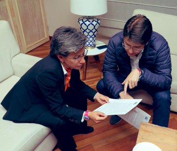 EIQESm7WoAEWknl?format=jpg&name=360x360 - Alcaldesa Claudia López sorprende con conciliadora visita a sus excontrincantes