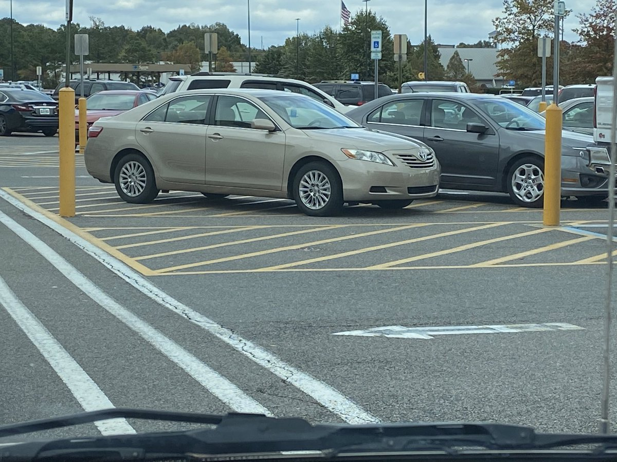 Sorry, been a while since we posted, but these 2 idiots make up for it! #asshats #parkingfail #badparking #wanker<br>http://pic.twitter.com/Hoh8h11OZ3