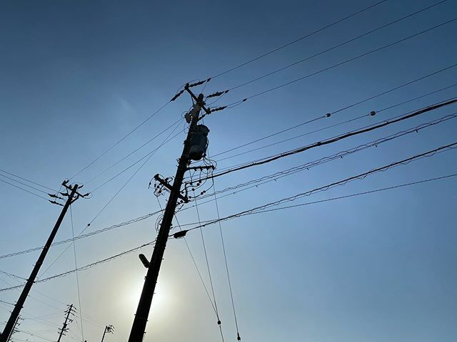 眩しいから #電柱 に隠れた .  #まぶしい #shining #bright #太陽 #sun #イマソラ #いまそら #ノンフィルター #ノーフィルター #青空 #あおぞら #bluesky #空 #そら #sky #電線 #electricwire #electricwires #電柱 #utilitypole