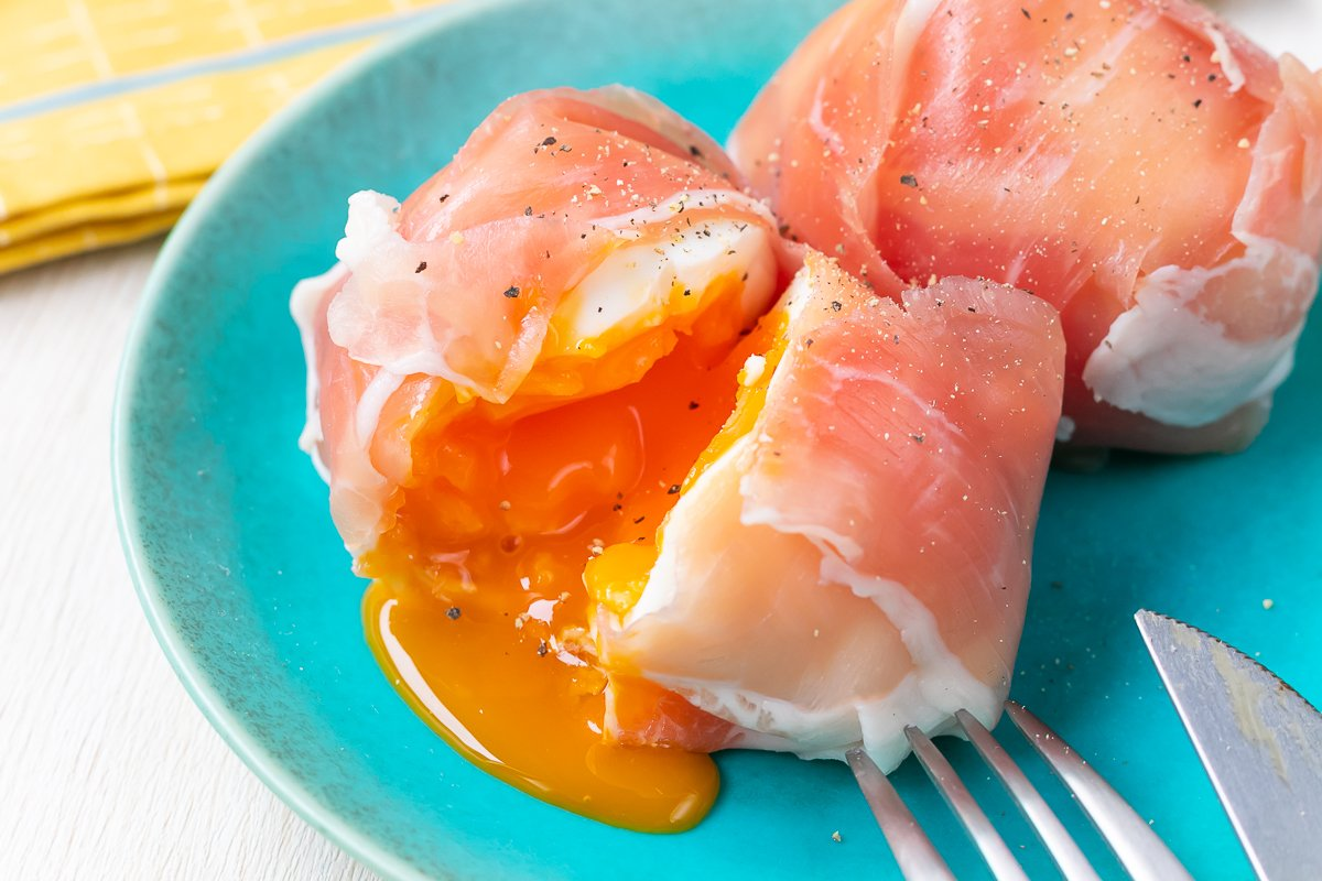 【トロトロ半熟卵の生ハム巻き】説明する語彙力がなくなるくらいうまいです