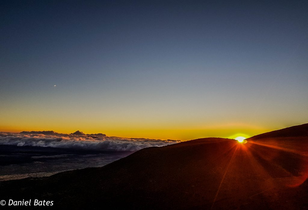 Seeing the #sunsets & watching the stars on Mauna Kea, Big Hawaii, #Hawaii, USA. The sun came down in the west & was a beautiful surreal moment to see. Read more about my experiences & see what I recommend when doing a visit to Big Island!    #travel