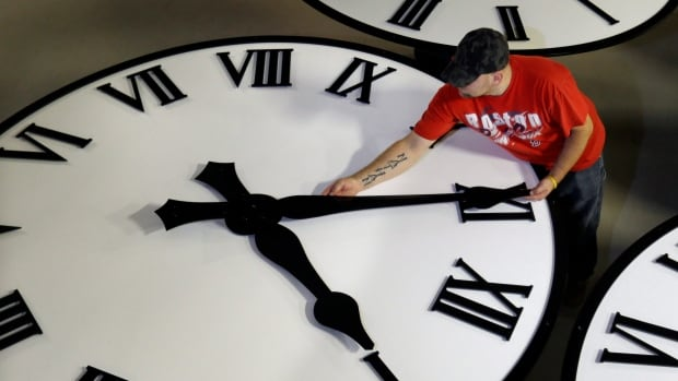 Hey <a target='_blank' href='http://twitter.com/APSVirginia'>@APSVirginia</a>!  <a target='_blank' href='http://search.twitter.com/search?q=DaylightSavingTime'><a target='_blank' href='https://twitter.com/hashtag/DaylightSavingTime?src=hash'>#DaylightSavingTime</a></a> ends early a.m. on Sunday, 11/3, so remember to set your clocks back 1 hour <a target='_blank' href='http://search.twitter.com/search?q=FallBack'><a target='_blank' href='https://twitter.com/hashtag/FallBack?src=hash'>#FallBack</a></a>. When you wake up for school on Monday, it will be daylight (at least for a week or 2), but darkness will come earlier in the afternoon! <a target='_blank' href='http://search.twitter.com/search?q=BeSafeBeSeen'><a target='_blank' href='https://twitter.com/hashtag/BeSafeBeSeen?src=hash'>#BeSafeBeSeen</a></a> <a target='_blank' href='https://t.co/knR57Ox76X'>https://t.co/knR57Ox76X</a>
