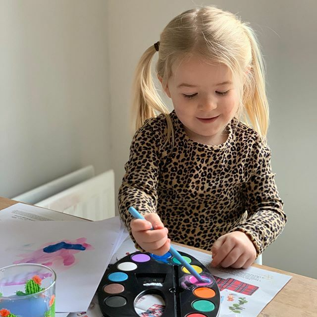 What a dark, dull and miserable day!  The rain was thin and my hair was large! Lots of in house activities today. Can't beat a bit of painting to keep madam occupied (for 15 mins!)  . . .  #kentishmama #kentmum #kentmums #girlmum #motherofgirls #mumlife #mamalife #toddler …pic.twitter.com/uPTDPxshtW