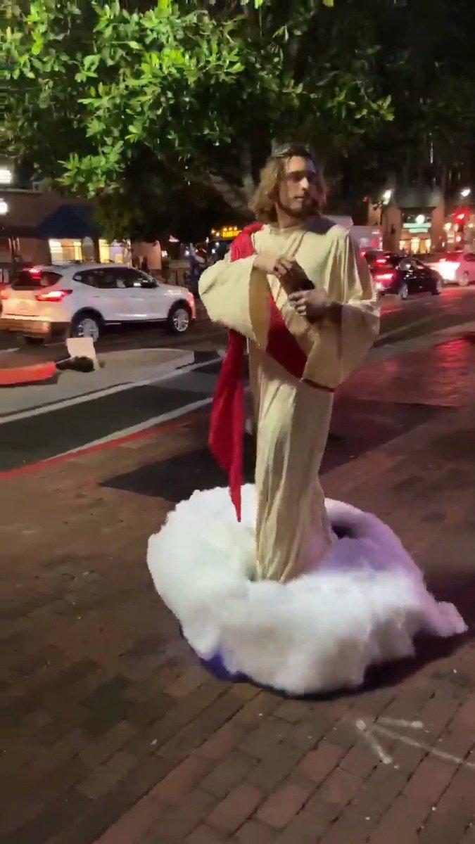 ハロウィンにキリスト出現wwww