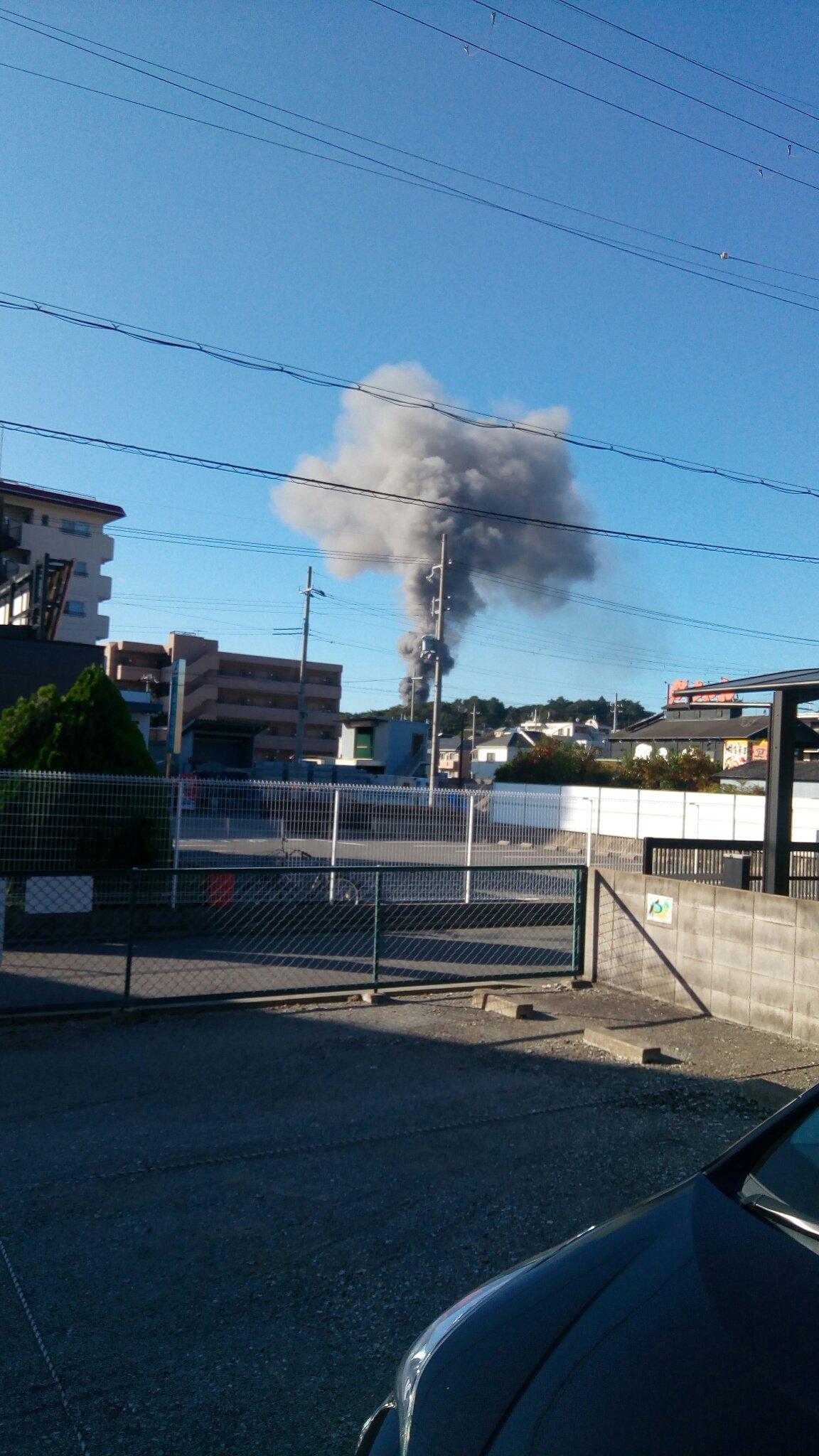 宝塚市塔の町で大規模な火事が起きている現場の画像
