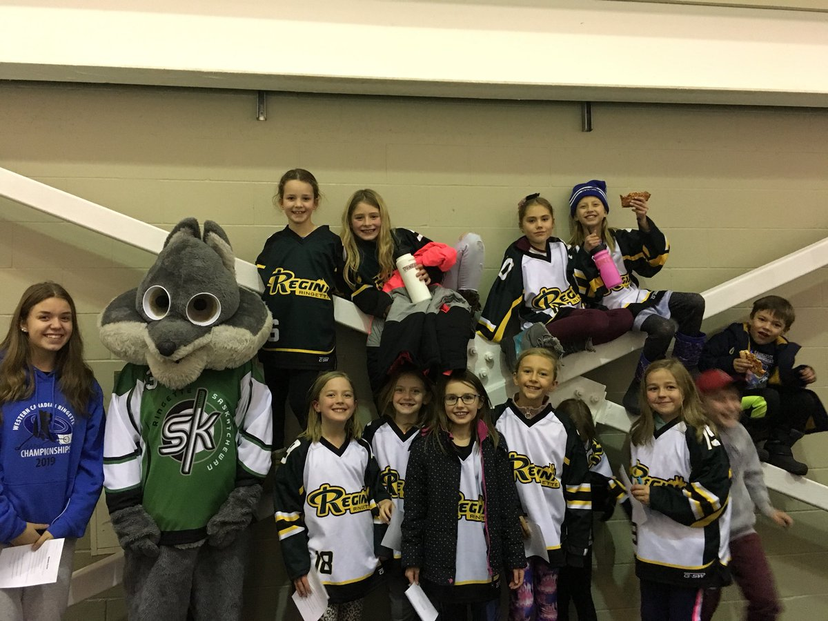 @ReginaRingette U10 Galaxy Girls cheering on the Bandits #ringetterocks @RingetteSaskpic.twitter.com/mVP1MfbNXY