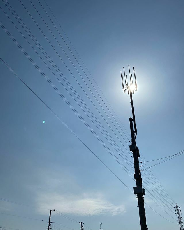 #今日もいい天気 〜 . #まぶしい #眩しい #shining #bright #太陽 #sun #イマソラ #いまそら #ノンフィルター #ノーフィルター #青空 #あおぞら #bluesky #空 #そら #sky #アンテナ #antenna #電線 #electricwire #electricwires