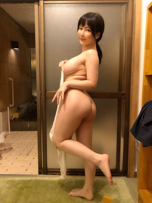 グラビアアイドル雨宮留菜のTwitter自撮りエロ画像17