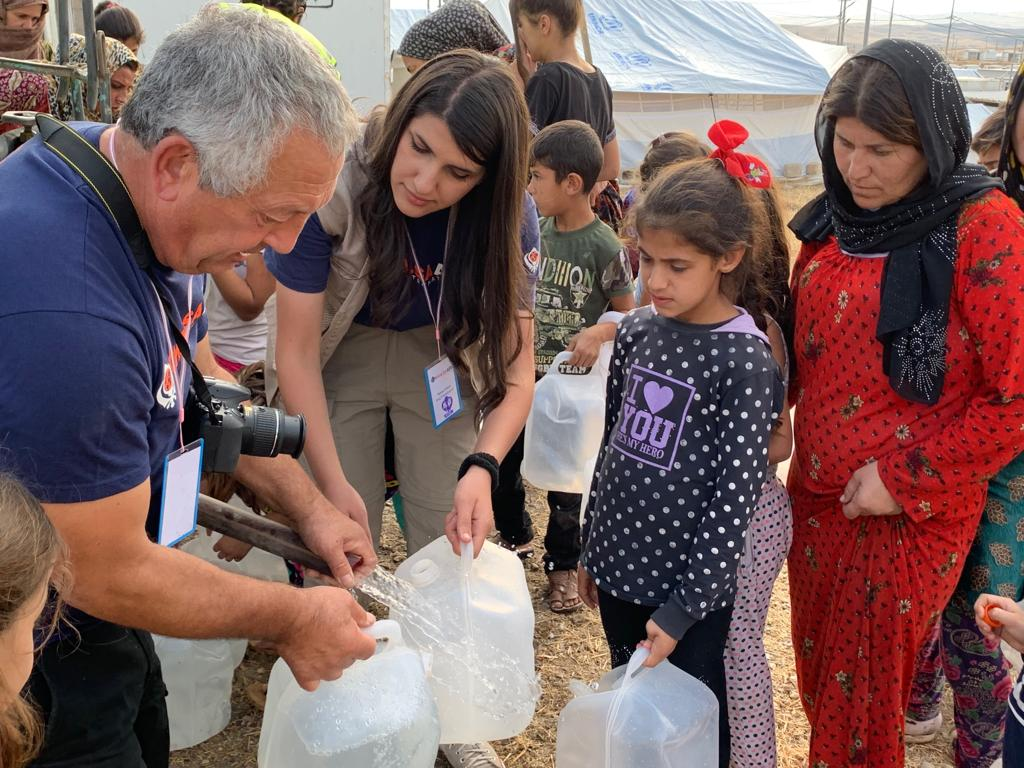 Where did the last week go ? @RaviSinghKA @Khalsa_Aid have supplied over 680,000 litres of clean water since last week. #Baradarsh refugee camp in Iraq. @FahmiSozan continue to help where the larger releif companys dont. Please donate khalsaaid.org