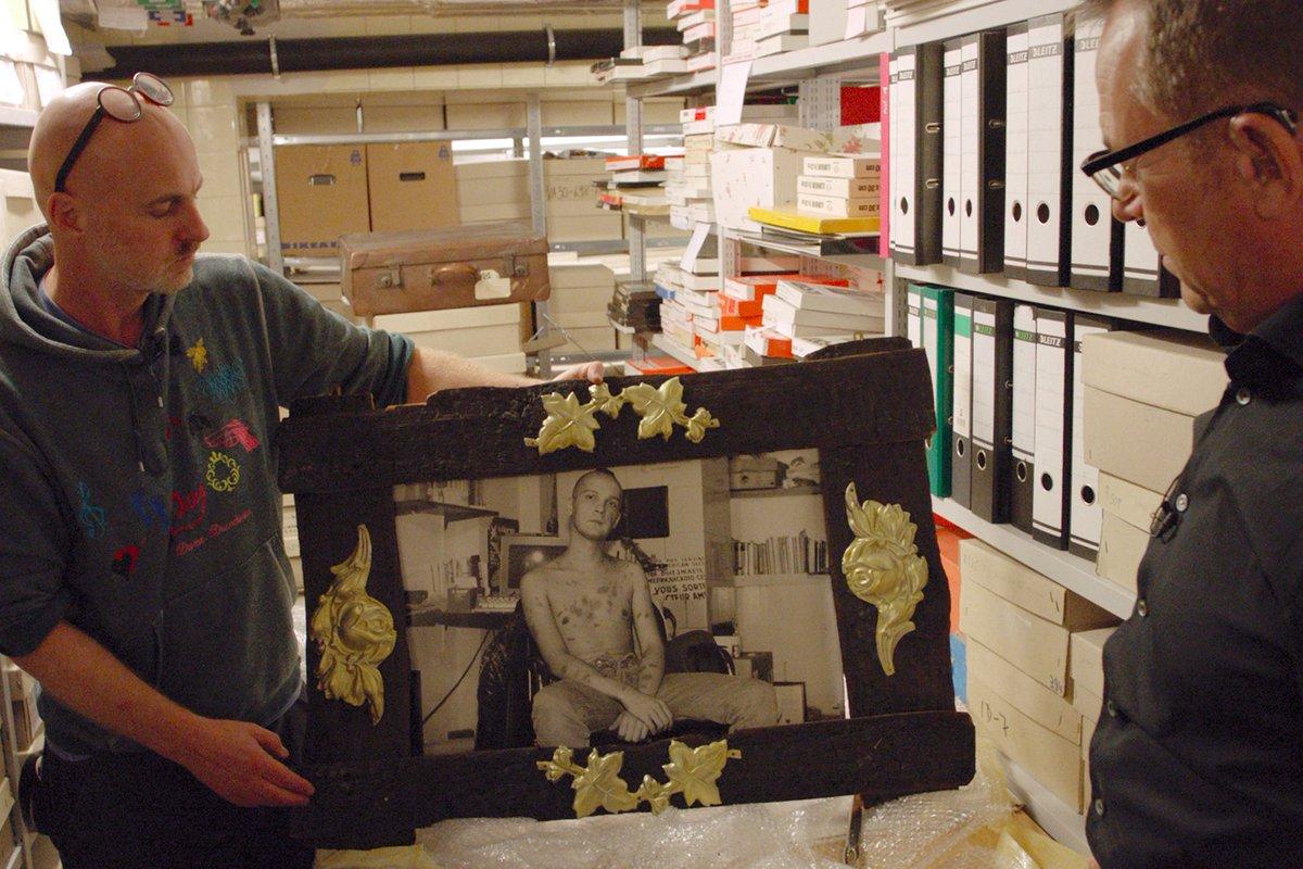 Rettet das Feuer Sa. 09.11. | 16 Uhr | cinema  Anfang der 1990er Jahre erreichte die Aids-Epidemie ihren Höhepunkt. Auch Fotograf und Künstler Jürgen Baldiga kämpft gegen das Virus. Der Film ist ein Das Porträt des eigensinnigen Künstlers https://ms-alternativ.de/node/1348 #Queerstreifen pic.twitter.com/kpie15gitZ