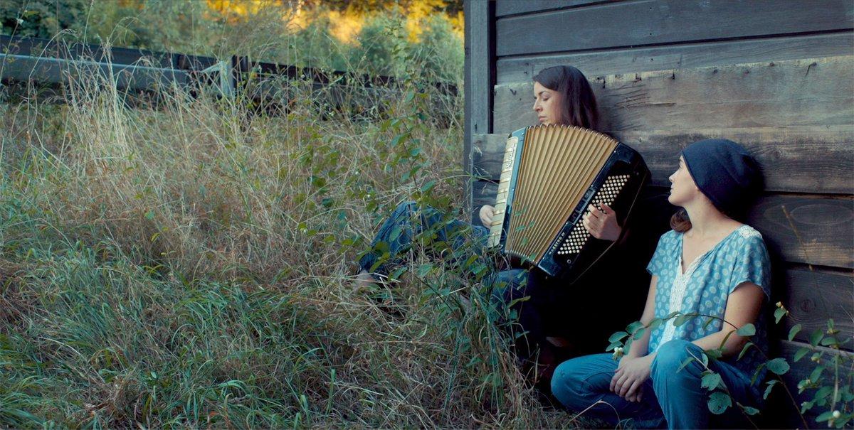 Luft Sa. 09.11. | 23 Uhr | cinema  Die 17-jährige Manja und die gleichaltrige Louk könnten unterschiedlicher nicht sein. Manja ist schon lange heimlich in sie verliebt. Eine zufällige Begegnung im Wald ist der Beginn einer großen Liebe https://ms-alternativ.de/node/1352 #Queerstreifen pic.twitter.com/DHJRcQ16Eb