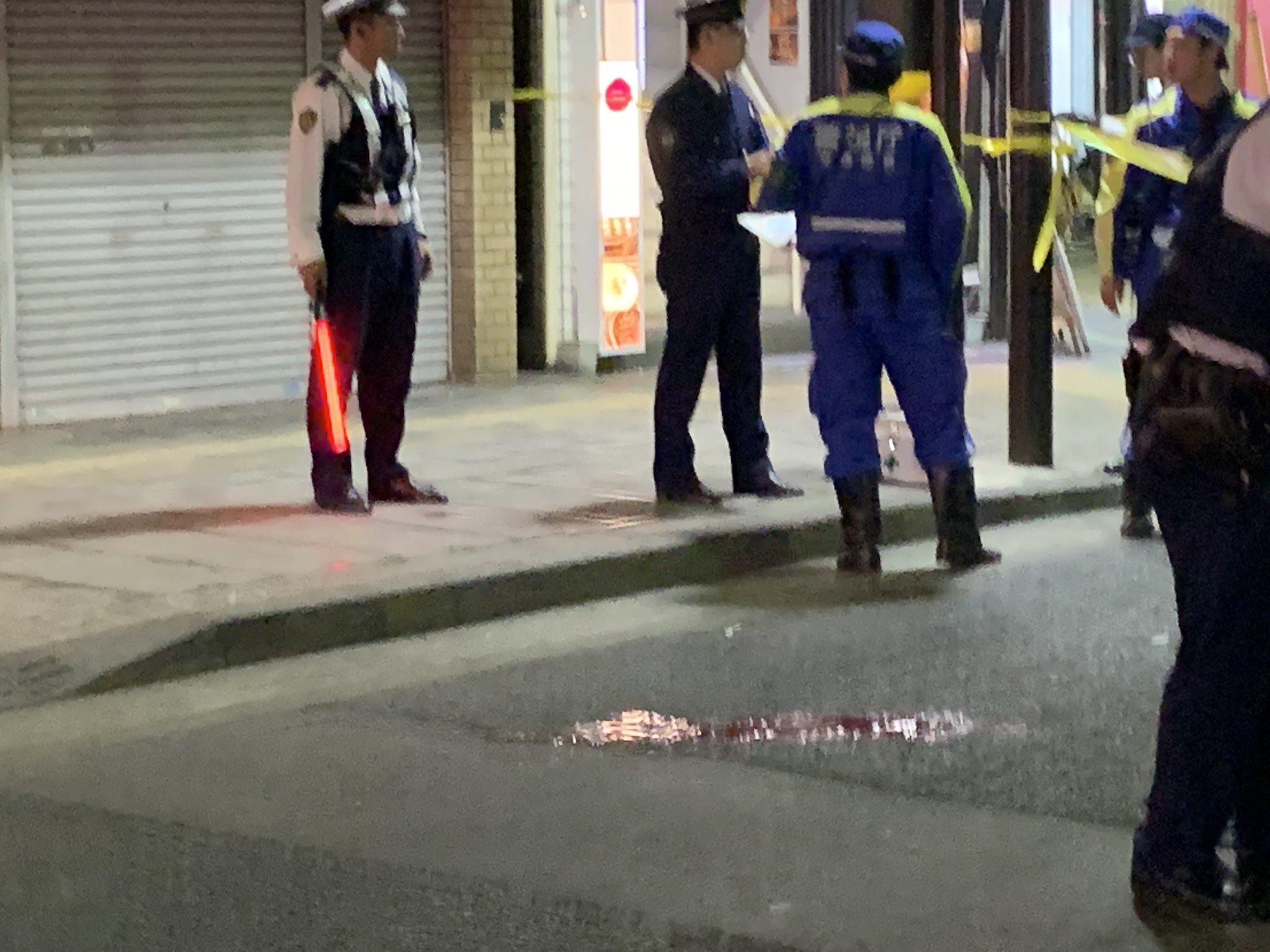 立川駅前の事故で道路に血溜まりができている画像