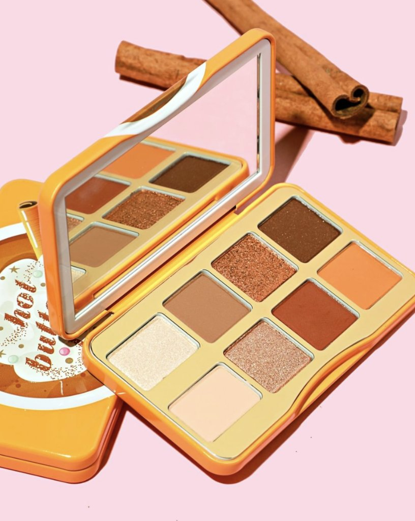 Get cozy and gorgeous with our Hot Buttered Rum Eye Shadow Palette. 🍂 Packed with rich & coppery neutrals! ✨ Shop here: http://bit.ly/2Nvhtzf