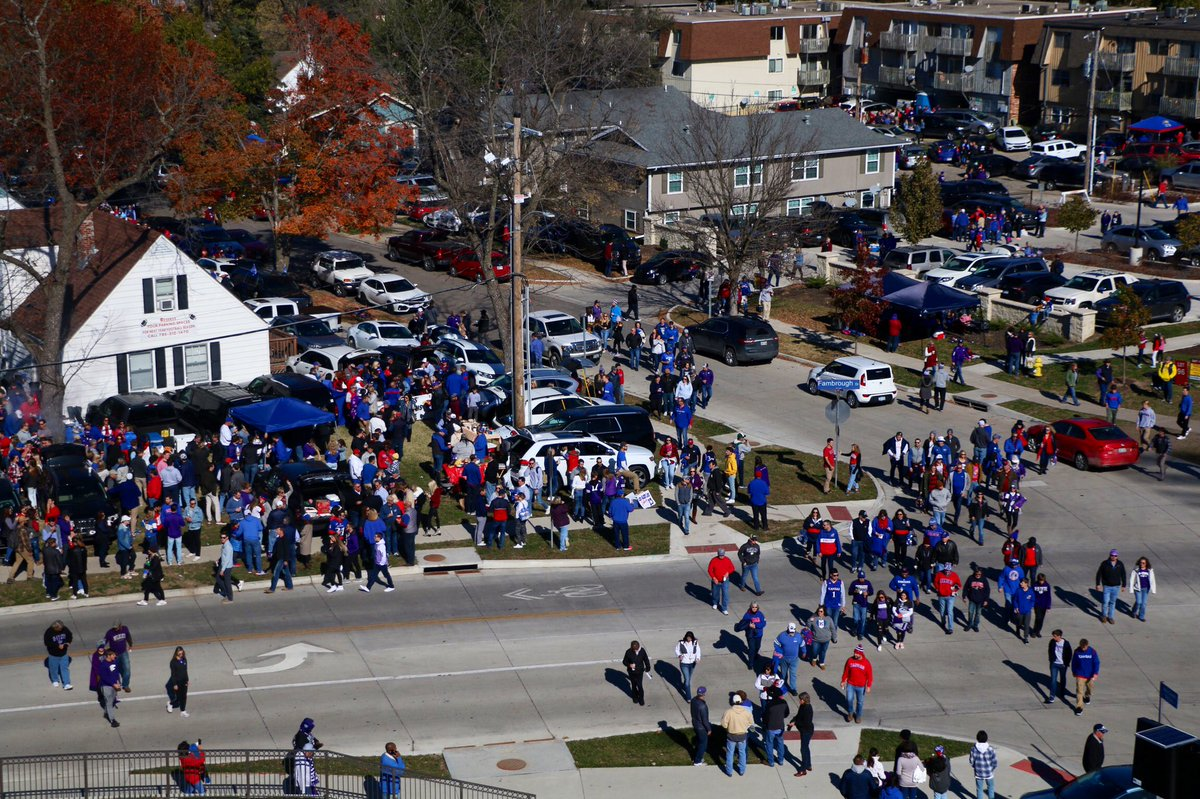 What a scene in Lawrence 😍