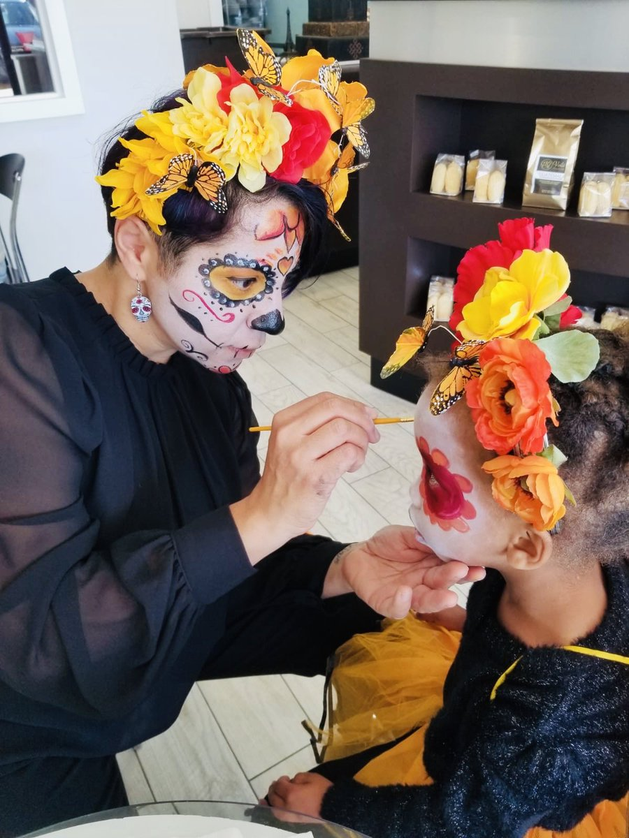 Day of the Dead celebrations <a target='_blank' href='http://twitter.com/MexCultureDC'>@MexCultureDC</a> <a target='_blank' href='http://twitter.com/ATS_FLES'>@ATS_FLES</a> <a target='_blank' href='http://twitter.com/marifergarcia'>@marifergarcia</a> <a target='_blank' href='http://twitter.com/AmorosoART'>@AmorosoART</a> <a target='_blank' href='https://t.co/1CjlNUeSC4'>https://t.co/1CjlNUeSC4</a>