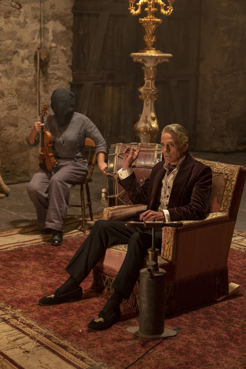 Doesnt this pic make you a wee bit curious? #JeremyIrons #WatchmenHBO Catch up on Eps 1 & 2 on HBOGo before an all new episode airs tomorrow night