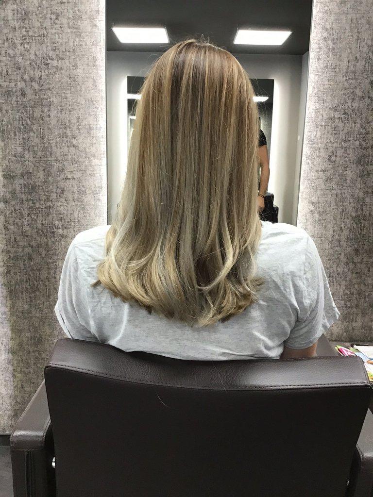 Ein genialer Farbverlauf im Haar. Von Braun am Ansatz auf kühles Blond an der Spitze. Wir sind geehrt die Erwartungen übertroffen zu haben.     #ksfriseur #haircolorartist #blondhair #haircolor #beautyhair #beautyhairstyle #blondbalayage #blond #munichstagram #munichinsidepic.twitter.com/6dLe1rrknv