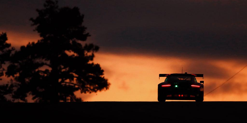 Sunset Sunday. #PorscheCustomerRacing #Porsche #Porsche911GT3R #sundaze #teamporsche<br>http://pic.twitter.com/CWfap3o44Y