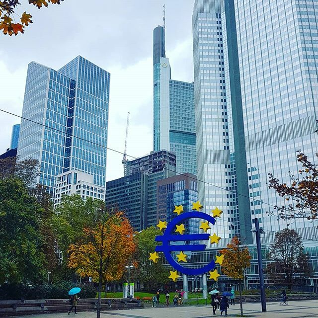 Euro(pa). #euro #willybrandtplatz #frankfurt #happytravels https://ift.tt/2C7QG6Kpic.twitter.com/JTpM0pfQ0X