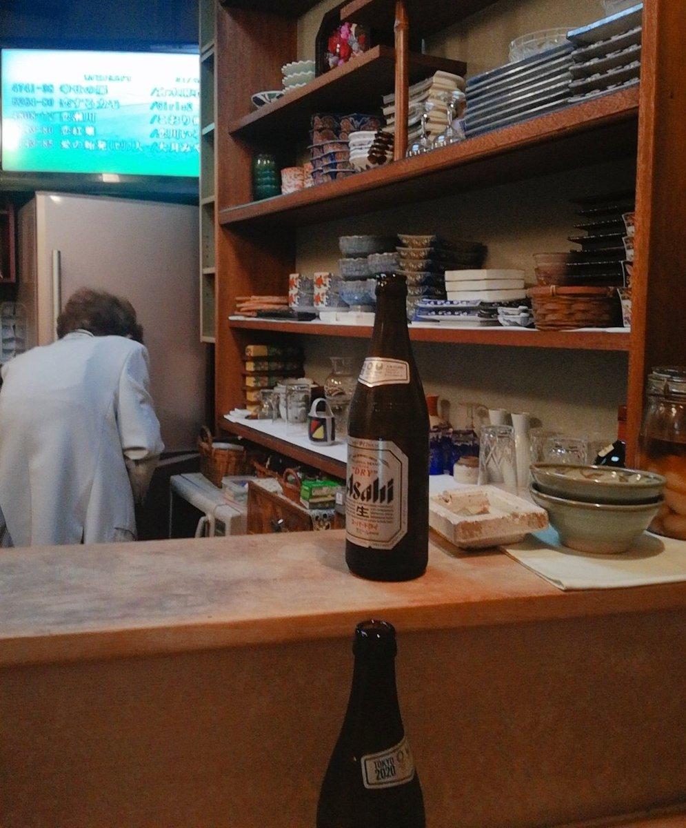 【小料理 峰】西蒲田先日、隣で飲んでた姉さんから渋い蒲田の店ならココに行き!と教えて頂いた。Googleでも画像出ないので気になってました。怪しい横丁っぽいエリア。檜の1枚板のカウンターは片側¥300万らしい掃除が大変と言いながらママは40数年してる老舗。価格は普通の居酒屋❤️