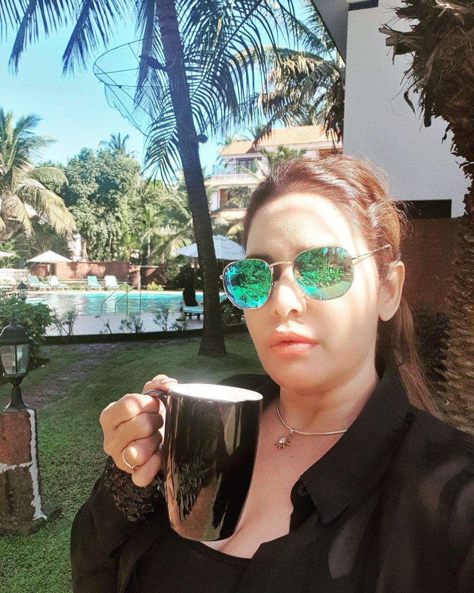 Fresh and beautiful day .Have a  happy and relaxing http://day.love जिंदगी आसान नहीं होती . इसे आसान बनाना पड़ती है कुछ अंदाज से , कुछ नजर अंदाज से । #pooh4u #bollywoodindia #actress#instaqueen#selfiqueen#styleicons #bollywoodcelebrity  #celebstylepic.twitter.com/M5RymZEFx3