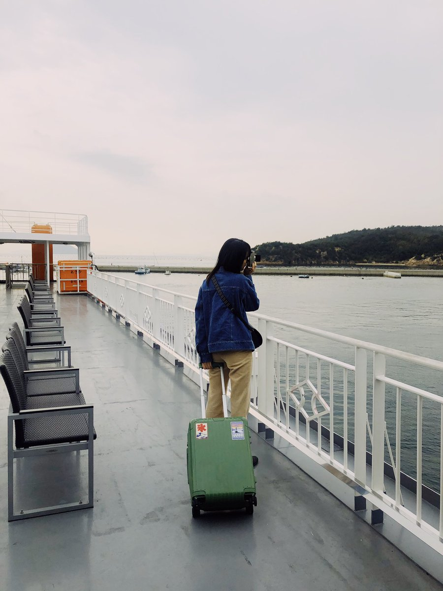 test ツイッターメディア - 瀬戸内海Day 1🐳 早朝東京を出発し、新幹線で岡山入り。宇野港からフェリーで直島に着いてすぐ島の食堂で海鮮もりもり食べ、自転車借りて散策開始。まずは李禹煥美術館から、桜の迷宮へ。秋は厚手のニット一枚で気持ちいいのがまた最高〜!夜はI♡湯で温まった後は一杯して明日も早いからおやすみ。 https://t.co/oNsQUWjEV6