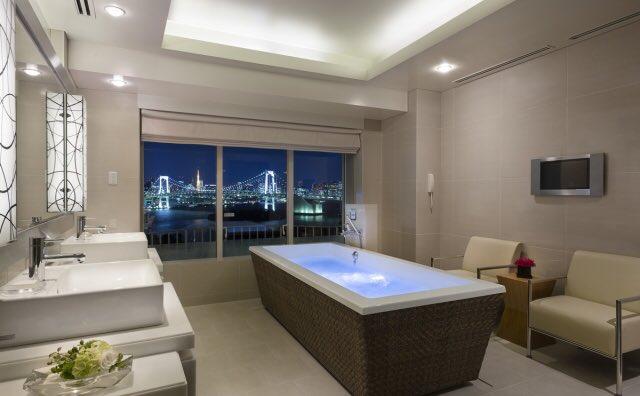 絶景のバスルーム  https://www.hiltonodaiba.jp/rooms/royalgarden_suite…  #ヒルトン東京お台場 #スイートルーム #お台場 #hiltontokyoodaiba pic.twitter.com/dQGOlMBNw6