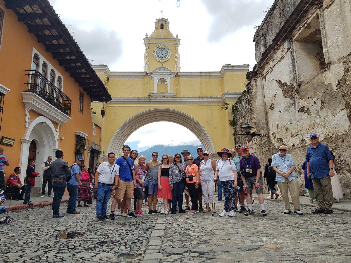El Arco se Santa Catalina el escenario ideal para la foto del recuerdo de #AntiguaGuatemala #INGUAT #visitguatemala #travel #travelphotography @visitcentroamer @CATA_AgenciaCA @CarolinaBrion12 @CAMTUR1 @VisitGuatemala