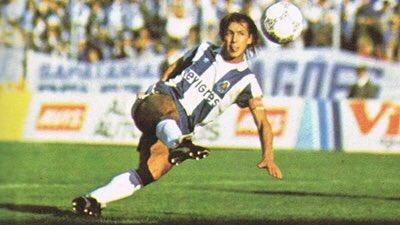 Hoje à noite, ao minuto 9, a proposta é levantarmo-nos por quem nos fez levantar muitas vezes de alegria: Bibota Fernando Gomes! #9