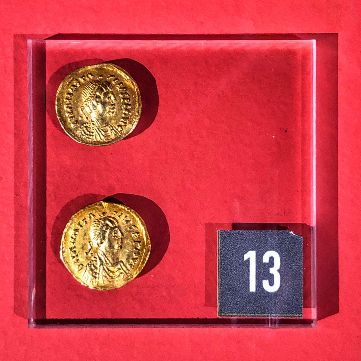 Two Ostrogothic tremissis (solid gold coins) of king Baduila from the Ostrogoth region (Northern ltaly, 541-552, gold, KBR = Royal Library of Belgium).  #AHMBrussels #Crossroads https://t.co/jgpyqbgKsE