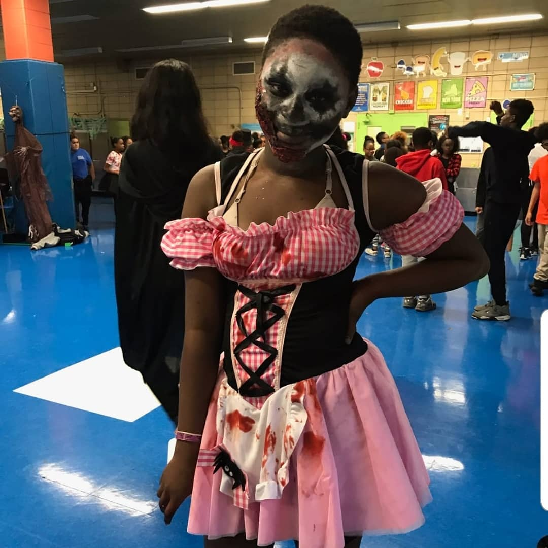 Ms. Rho'Shelle (7th grader) is #TALENTED  Her mother said she was up early preparing for the day! Look out #artschools #artistontherise #makeup #makeupartist #talentedteen #talentedteens  #HappyHalloween #UnityintheCommunity  #Champions4Children  #Forthechildren  #RSAFAMILY https://t.co/AdZaaf7nYF